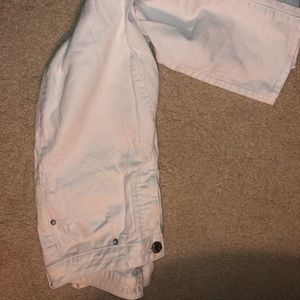 American Eagle White Cropped Rip Jeans